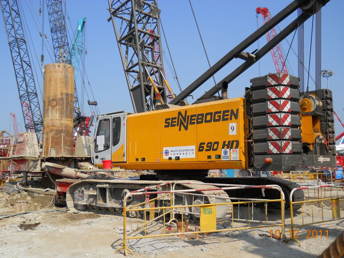 SENNEBOGEN 690 Crawler HD Duty cycle crane Hydro duty cycle crane Dragline Pipework Pipework applications Special below ground construction Hydraulic engineering