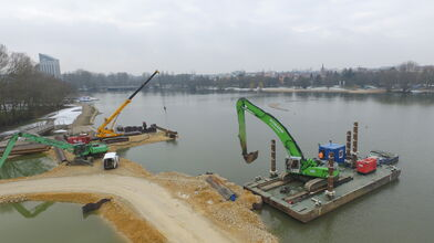 SENNEBOGEN Telekran 643 E and 835 E handling excavator at DOMARIN hydraulic engineering works