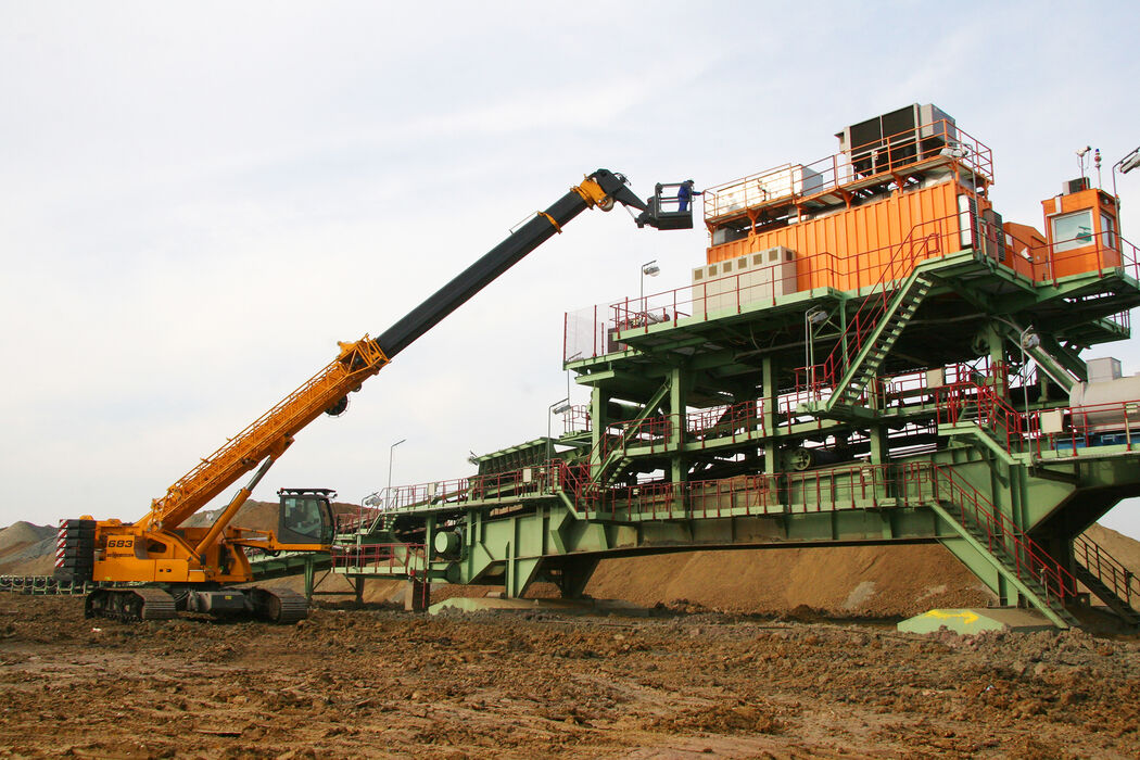 Plant construction for surface mining