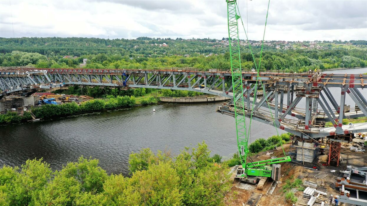 SENNEBOGEN 7700 Crawler crane Bridge construction