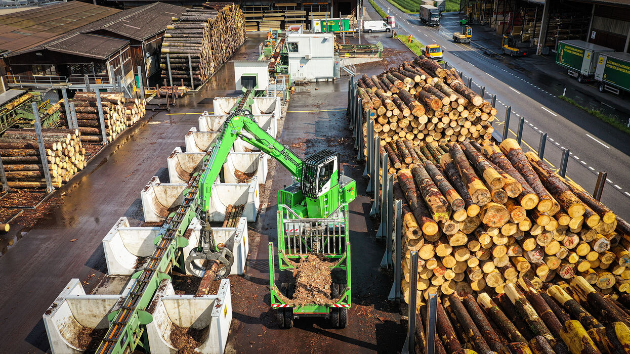 SENNEBOGEN material handler timber handler 730 E sawmill log yard sorting line timber grab timber handling