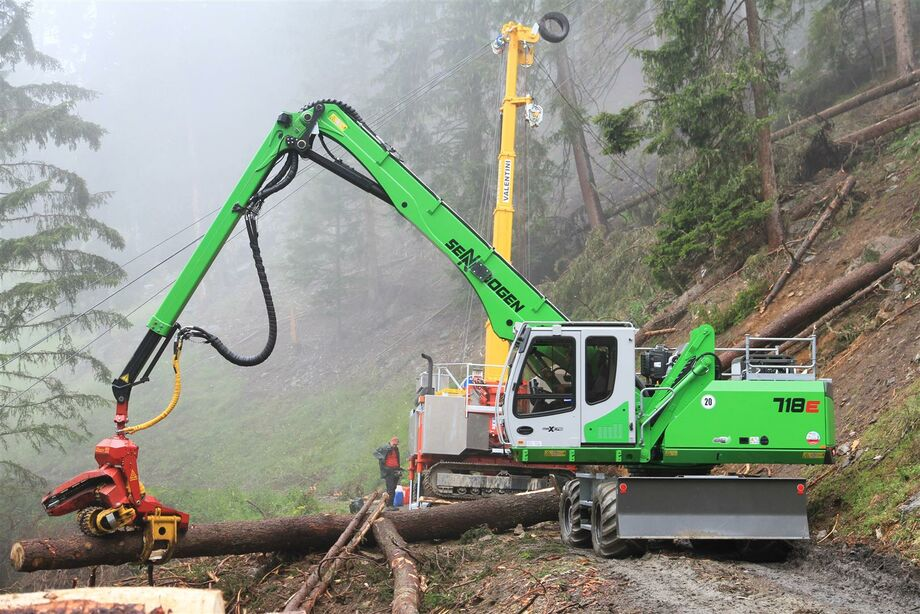 SENNEBOGEN 718 E Material handler Forestry material handler Embankment maintenance with mulcher, grab saw
