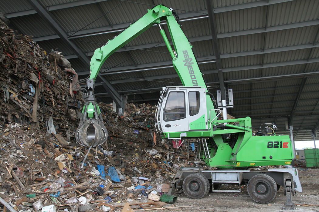 SENNEBOGEN 821 E Mobile compact material handler – Recycling, bulky waste sorting