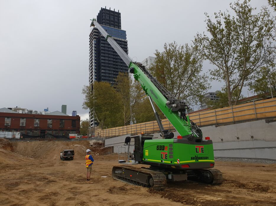 SENNEBOGEN 633 E Telescopic crane / Telecrane for construction sites as well as above and below ground construction